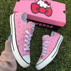 NWOB CONVERSE X HELLO KITTY WOMENS SIZES 9&10.5
